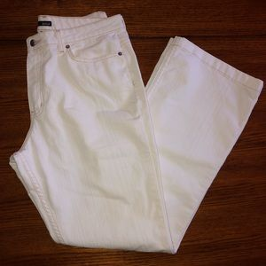 Awesome white wide leg MOM jeans